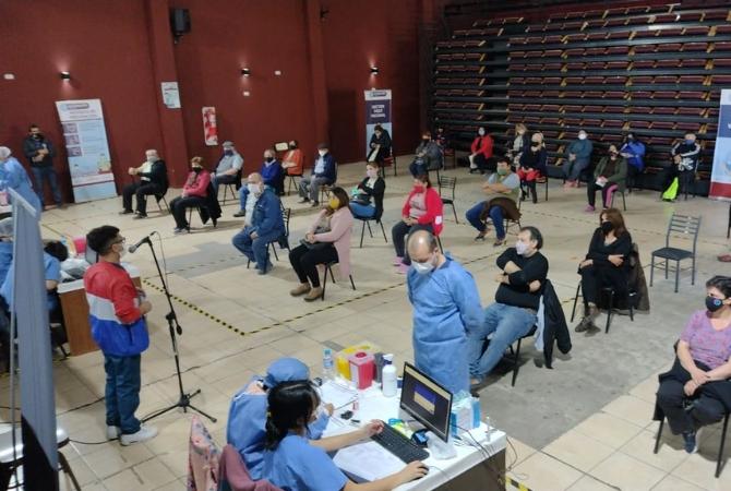 Más de 2.500 docentes recibieron la segunda dosis el primer día