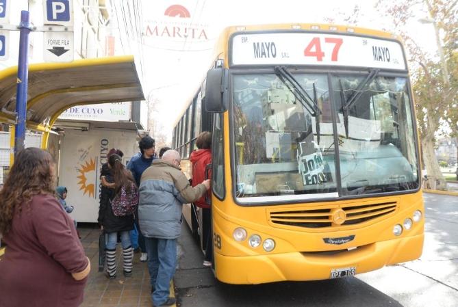 En San Juan, choferes de colectivos cobrarán y se evitó el paro