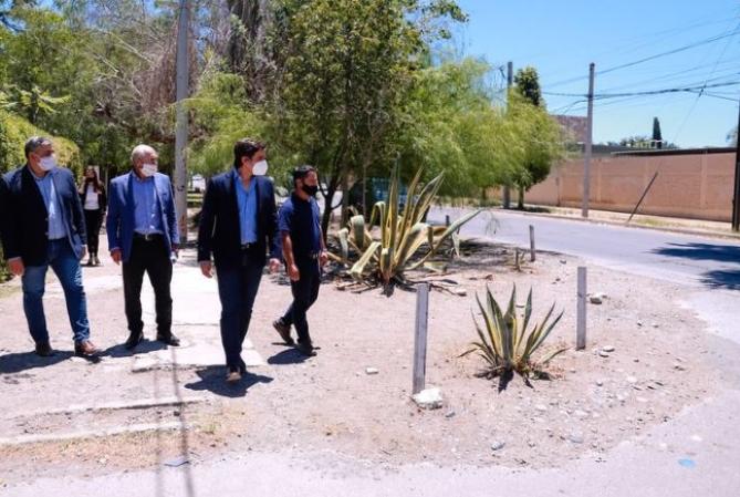 Baistrocchi anunció que repavimentarán calle Urquiza