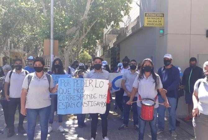 Trabajadores de Ansilta acampan en la puerta de la subsecretaría de Trabajo