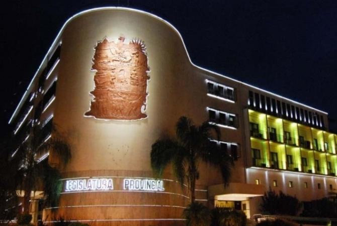 Cáncer infantil: el edificio legislativo iluminado de dorado para concientizar