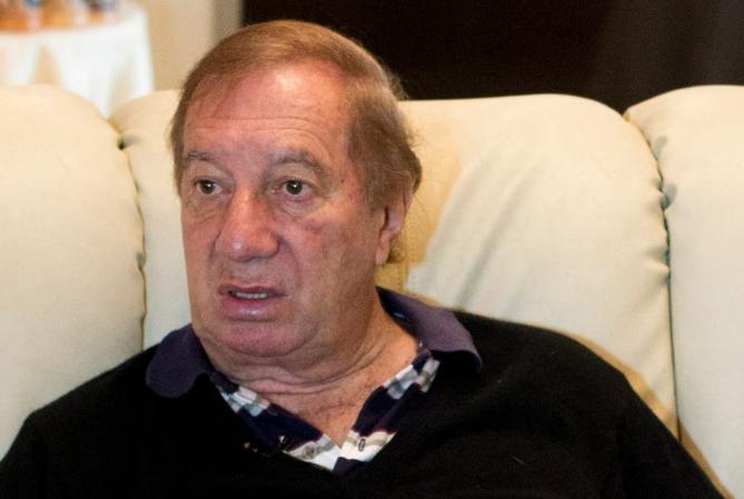 Carlos Bilardo: ensayó una mejoría, pero continúa en terapia intensiva