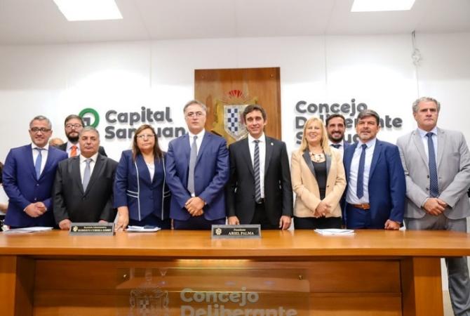 Capital: intendente y concejales recortan 30% sus sueldos