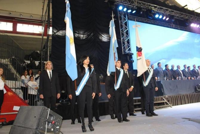 La bandera ciudadana desató polémica por los abanderados