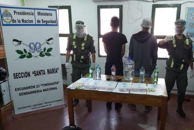 Venezolanos viajaban a San Juan desde Salta con botellas de cocaína líquida