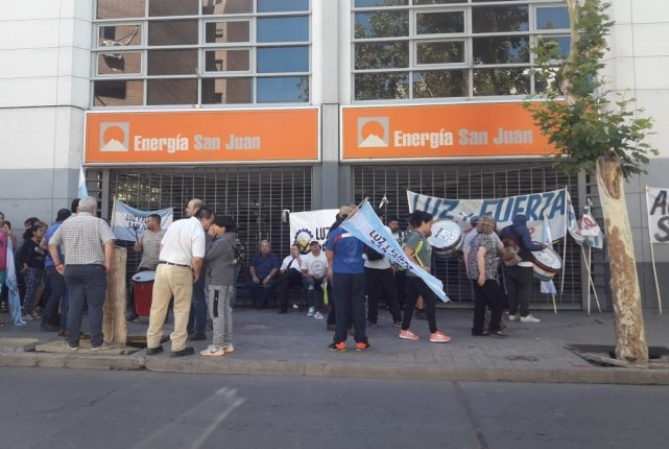 Luz y Fuerza rechazó aumento salarial para empleados de Energía San Juan