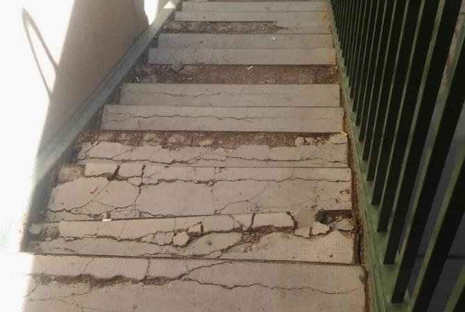 Colapsó al escalera de un monoblock del Barrio Mercedario