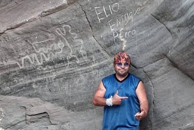 El dañino de los petroglifos pidió disculpas