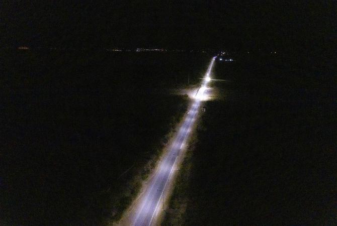 La luz desde el paredón del dique hasta la entrada a Ullum es una realidad
