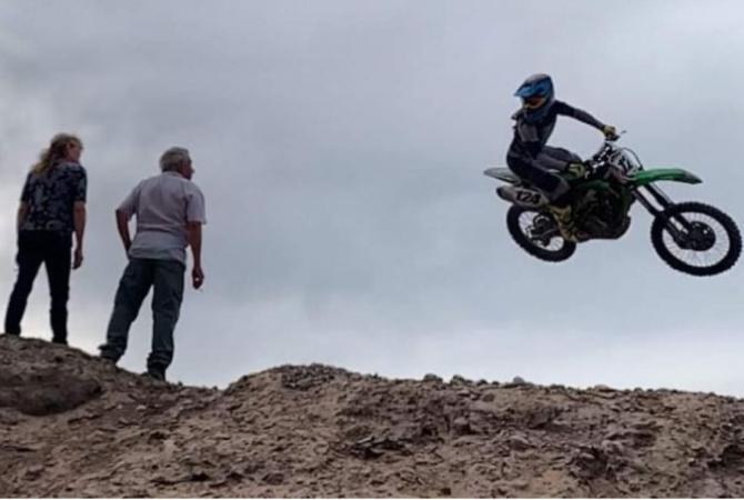 Hoy es el cumple del 'Wey' y piden que sea el día del Motocross