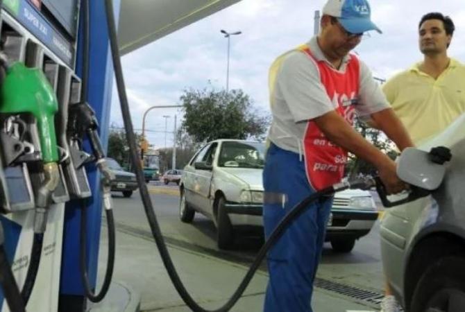 Desde hoy, YPF aumentó las naftas un 7 por ciento