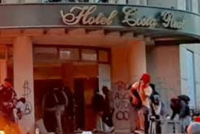 Así saqueaban e incendiaban un lujoso hotel en La Serena