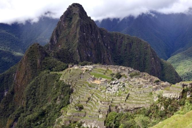 Perú expulsó a cinco de los extranjeros detenidos por causar daños en Machu Picchu: uno de los argentinos deberá permanecer en el país