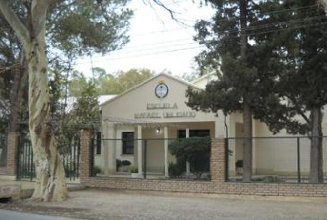 Autoridades de Educación evaluarán obras en la escuela Rafael Obligado