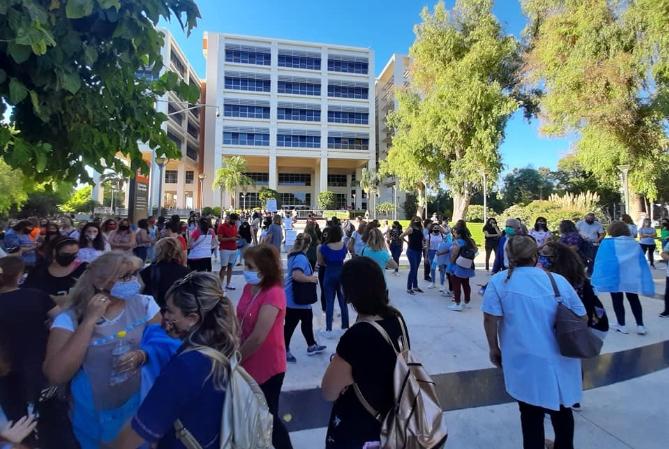 Numerosa marcha de docentes autoconvocados