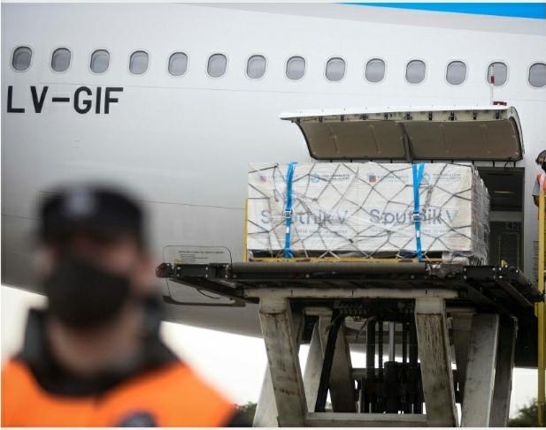 Arribó otro avión de Aerolíneas Argentinas con 370.000 dosis